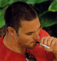 Kevin Federline smoking an unknown electronic cigarette.